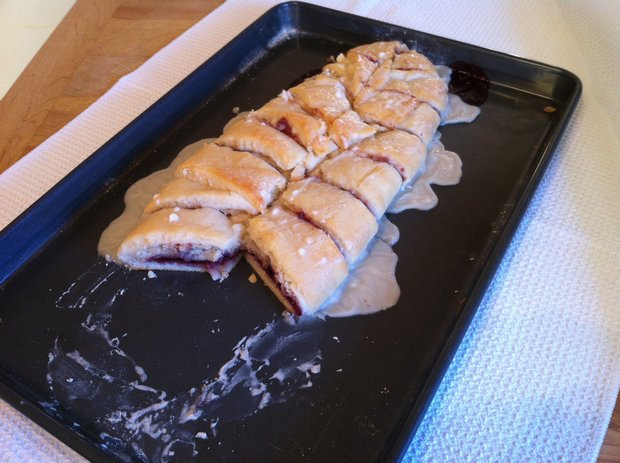 raspberry cream cheese breakfast braid