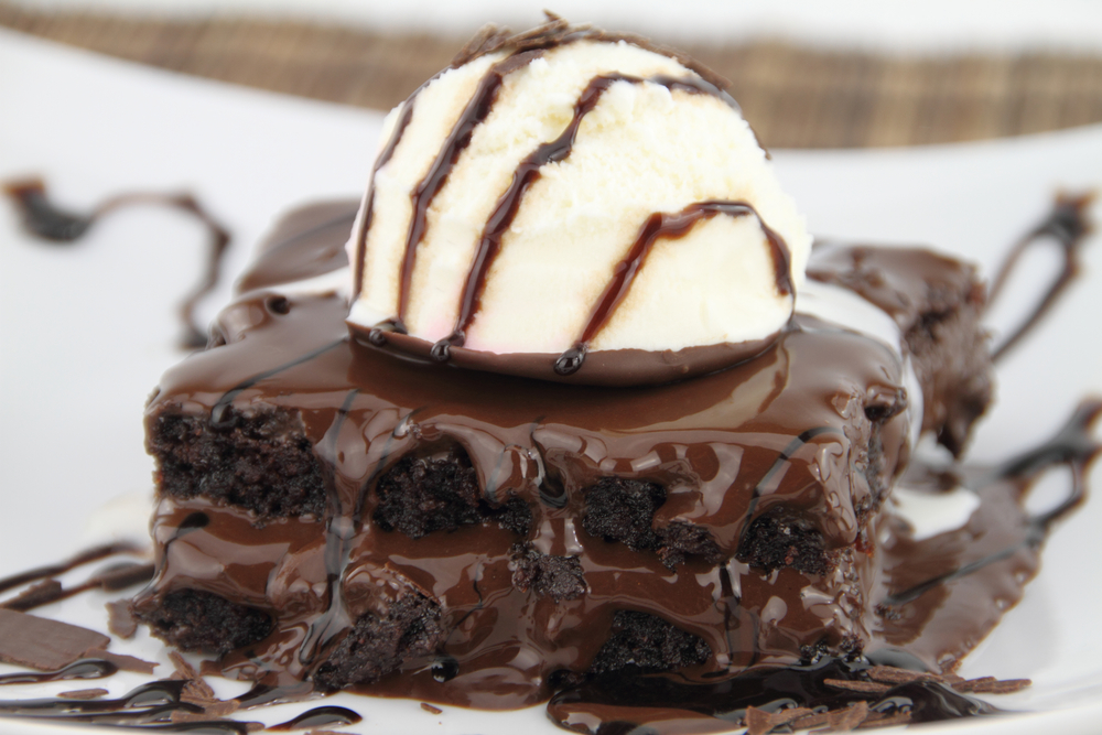 dessert sauce terms and definitions - brownie with hot fudge topping
